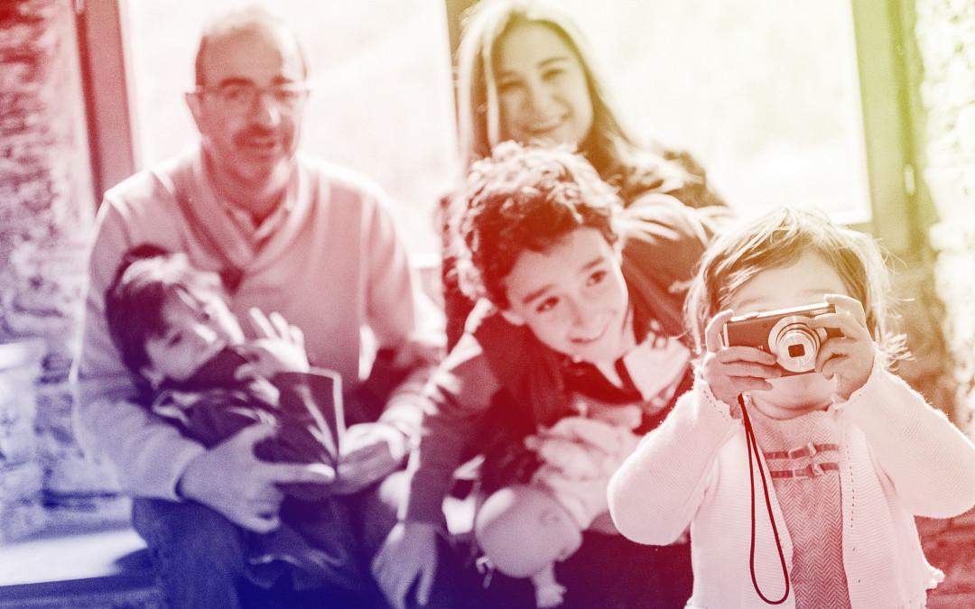 Tips para que tu hijo viva la fotografía como algo natural